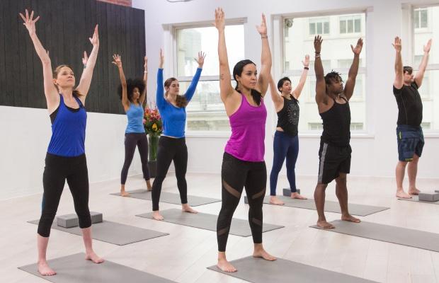 Posturas de yoga para personas mayores